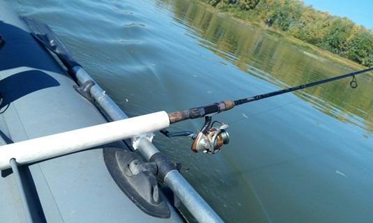 Ловля судака летом с лодки